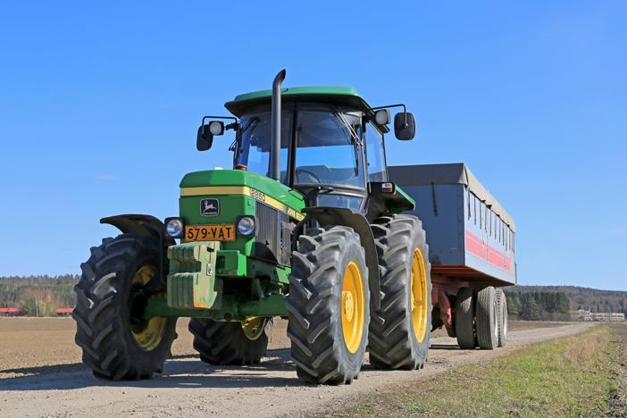 Testaa tietosi maatalousajoneuvojen liikenneturvallisuudesta