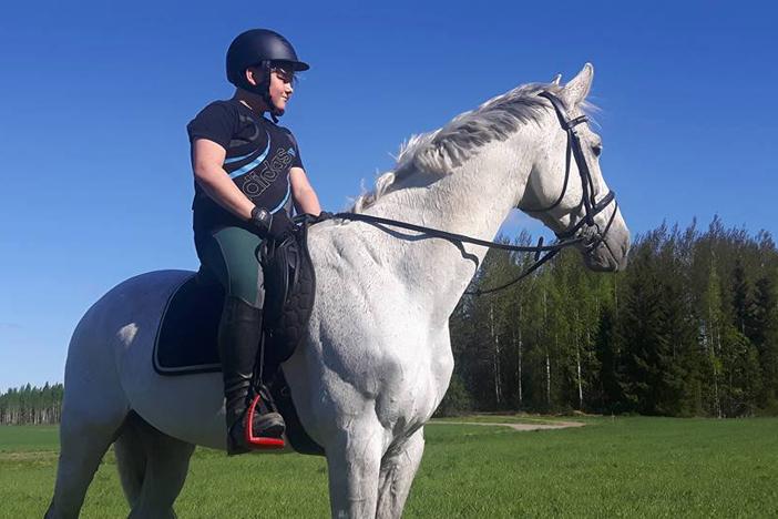 Nuori hevosmies arvostaa maataloutta